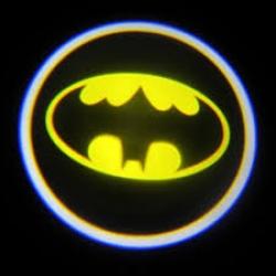 Подсветка логотипа в двери Batman,подсветка дверей с логотипом Batman,Штатная подсветка Batman,подсветка дверей с логотипом авто Batman,светодиодная подсветка логотипа Batman в двери,Лазерные проекторы Batman в двери,Лазерная подсветка Batman