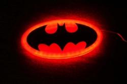 Светящийся логотип Бэтмен,светящаяся эмблема Бэтмен,светящийся логотип на авто Бэтмен,светящийся логотип на автомобиль Бэтмен,подсветка логотипа Бэтмен ,2D,3D,4D,5D,6D