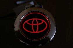 Пепельница с подсветкой логотипа Toyota,автомобильная пепельница Toyota с подсветкой,подсветка логотипа пепельница Toyota,пепельница с подсветкой Toyota,светящаяся пепельница Toyota,пепельница автомобильная с подсветкой Toyota,светящаяся пепельница с лого