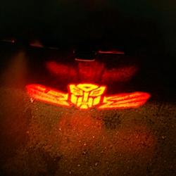 проектор на бампер autobot,проектор логотипа autobot для заднего бампера,проектор логотипа autobot на задний бампер,светодиодный проектор autobot,светодиодный проектор логотипа autobot,рекламный проектор autobot,след тени логотипа автомобиля autobot,светя