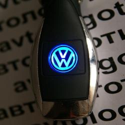 Автомобильное зарядное устройство универсальное с логотипом Volkswagen