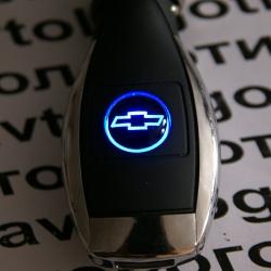 Автомобильное зарядное устройство универсальное с логотипом Chevrolet