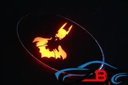 Светящийся логотип KIA Sportage Бэтмен,светящаяся эмблема KIA Sportage Бэтмен,светящийся логотип на авто KIA Sportage Бэтмен,светящийся логотип на автомобиль KIA Sportage Бэтмен,подсветка логотипа KIA Sportage Бэтмен