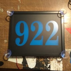 Светящаяся табличка 922,Светящиеся таблички на стекло для транспортной компании 922 город омск. Светящиеся таблички были изготовлены полноцветные и светодиодные.Таблички на стекло 922 в город Омск  Цвет свечения: синий  Питание: 12В.  Размер: 30*25 см