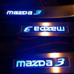 накладки на пороги с подсветкой Mazda3,светящиеся накладки на пороги Mazda 3,светодиодные накладки на пороги Mazda 3,светодиодные накладки на пороги авто Mazda 3,накладки на пороги Mazda 3,декоративные накладки Mazda 3