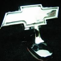 Логотип Chevrolet на капот