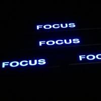 Накладки на пороги светящиеся Ford Focus 2