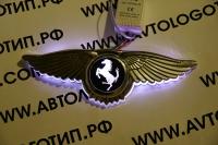 Крылатый логотип Ferrari с подсветкой