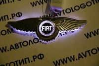 Крылатый логотип Fiat с подсветкой
