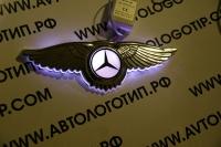 Крылатый логотип Mercedes с подсветкой