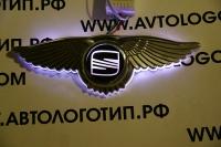Крылатый логотип Seat с подсветкой