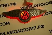 Крылатый логотип Volkswagen с подсветкой