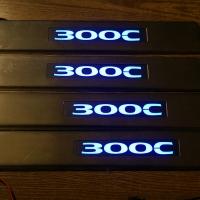 Накладки на пороги с подсветкой Chrysler 300C