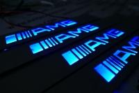 Подсветка порогов AMG,накладки на пороги с подсветкой AMG,светящиеся накладки на пороги AMG,светодиодные накладки на пороги AMG,светодиодные накладки на пороги авто AMG,накладки на пороги led AMG,декоративные накладки амг