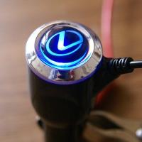 Зарядка для телефона с логотипом Lexus