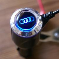 Зарядка для телефона с логотипом Audi