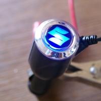 Зарядка для телефона с логотипом Suzuki
