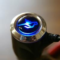 Зарядка для телефона с логотипом Humman