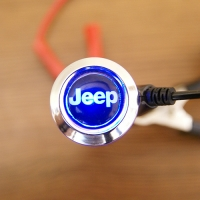 Зарядка для телефона с логотипом Jeep