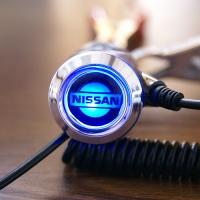 Зарядка для телефона с логотипом Nissan