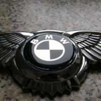 Логотип BMW с крыльями