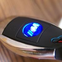 Автомобильное зарядное устройство универсальное с логотипом BMW M