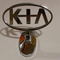Логотип KIA на капот