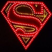Светящийся логотип Superman