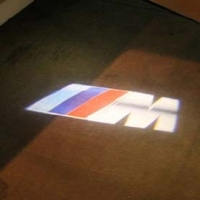 Подсветка логотипа в двери BMW,подсветка дверей с логотипом BMW,Штатная подсветка BMW,подсветка дверей с логотипом авто BMW,светодиодная подсветка логотипа BMW в двери,Лазерные проекторы BMW в двери,Лазерная подсветка BMW