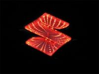 3D светящаяся логотип Suzuki,светящаяся логотип 3D Suzuki,3D светящаяся логотип для авто Suzuki,3D светящаяся логотип для автомобиля Suzuki,светящаяся логотип 3D для авто Suzuki,светящаяся логотип 3D для автомобиля Suzuki,горящий логотип 3д Suzuki